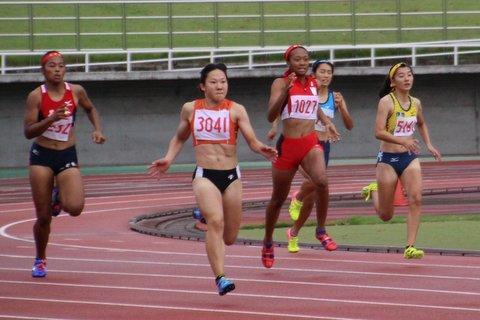 女子200m山崎